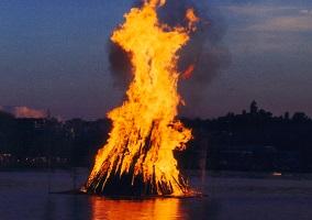 MidsummerNightBonfire